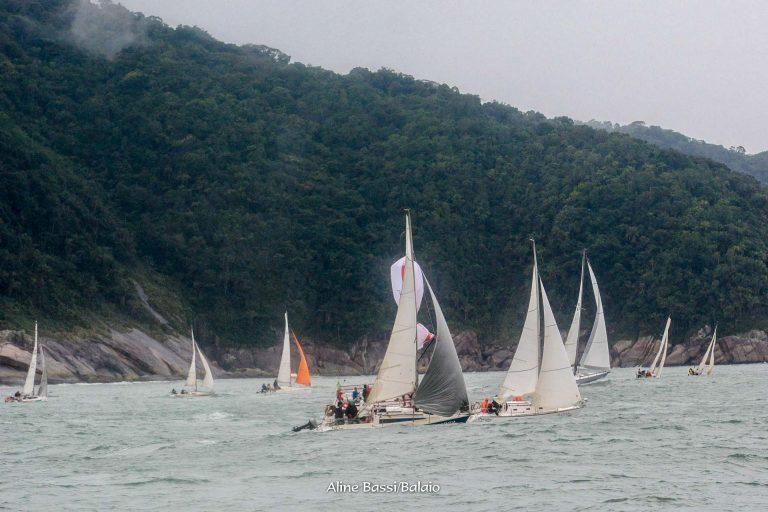 Onze barcos competiram na Regata Volta da Ilha das Cabras